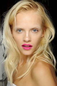 Beauty-Trend-Hot-Pink-Lip
