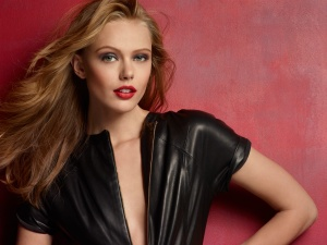 Maybelline New York Spokeswomen Frida Gustavsson
