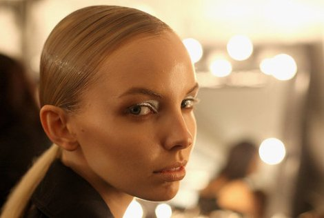 Backstage-Hair-Makeup-Friedrich-Gray-SS-2010-11-RAFW-2010
